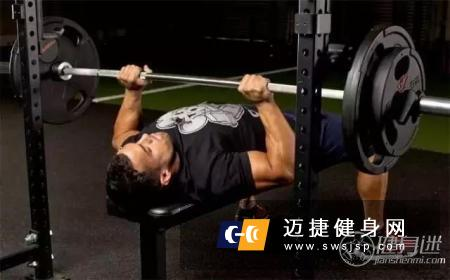 3大经典的哑铃胸部训练动作介绍